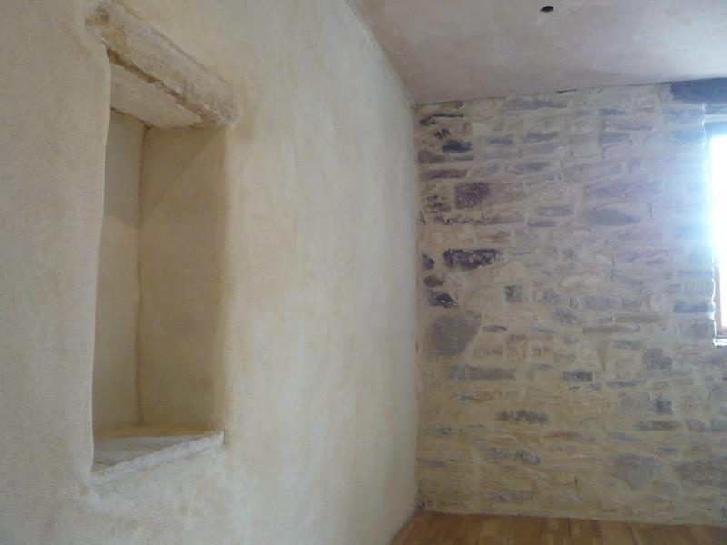 Enduit chaux et mur en pierres joint es for Badigeons de chaux interieur